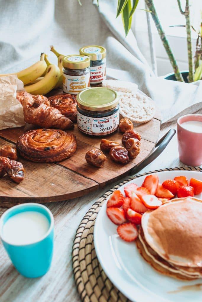 Dadelsiroop bij het ontbijt