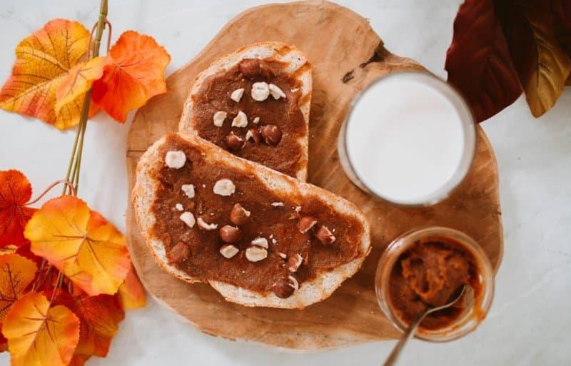 Dadelspread original op brood met noten