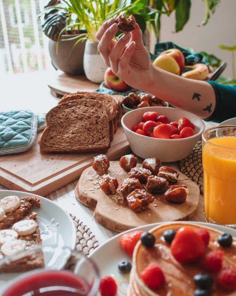 Dadels met vulling bij het ontbijt